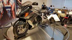 La prima Suzuki Hayabusa del 1999 in mostra al museo Suzuki ad Hamamatsu, in Giappone