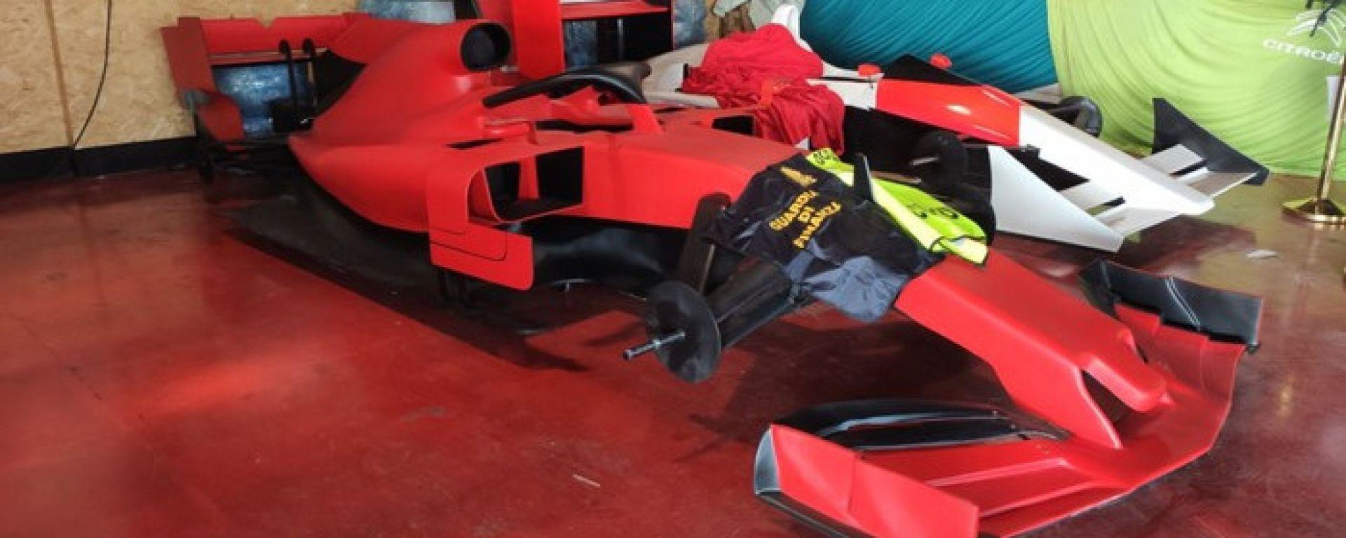 La riproduzione della Ferrari SF90 sequestrata nel porto di La Spezia