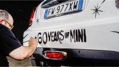 La scritta che festeggia i 60 anni di Mini
