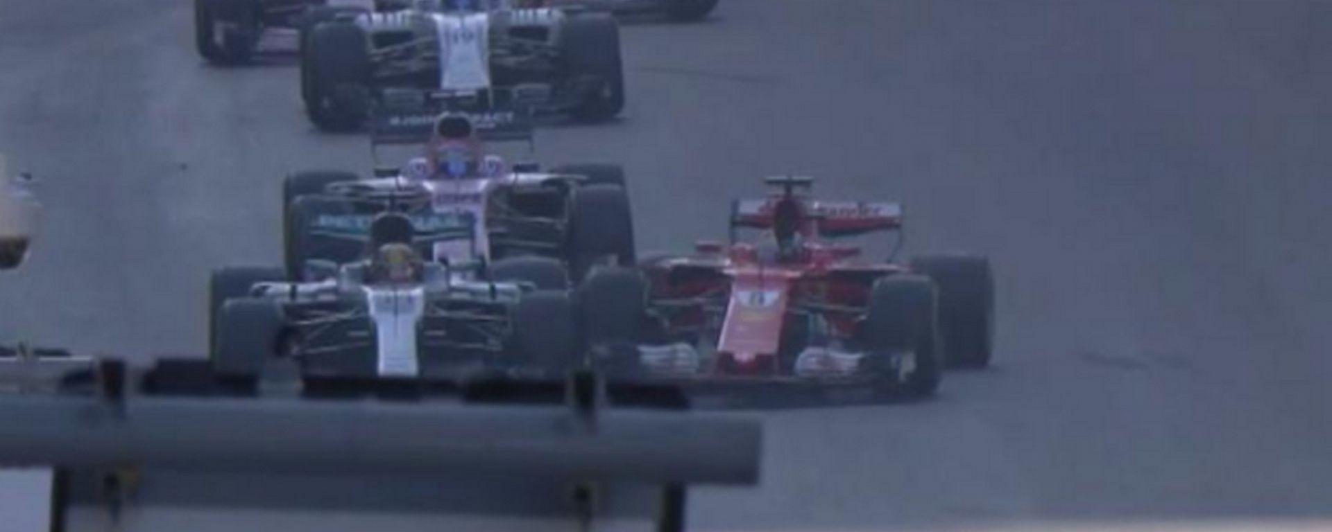 La sportellata di Sebastian Vettel a Lewis Hamilton al GP di Baku di Formula 1