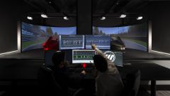 La stanza di controllo: qui i tecnici di Wave Italy studiano in tempo reale la telemetria dei piloti al simulatore