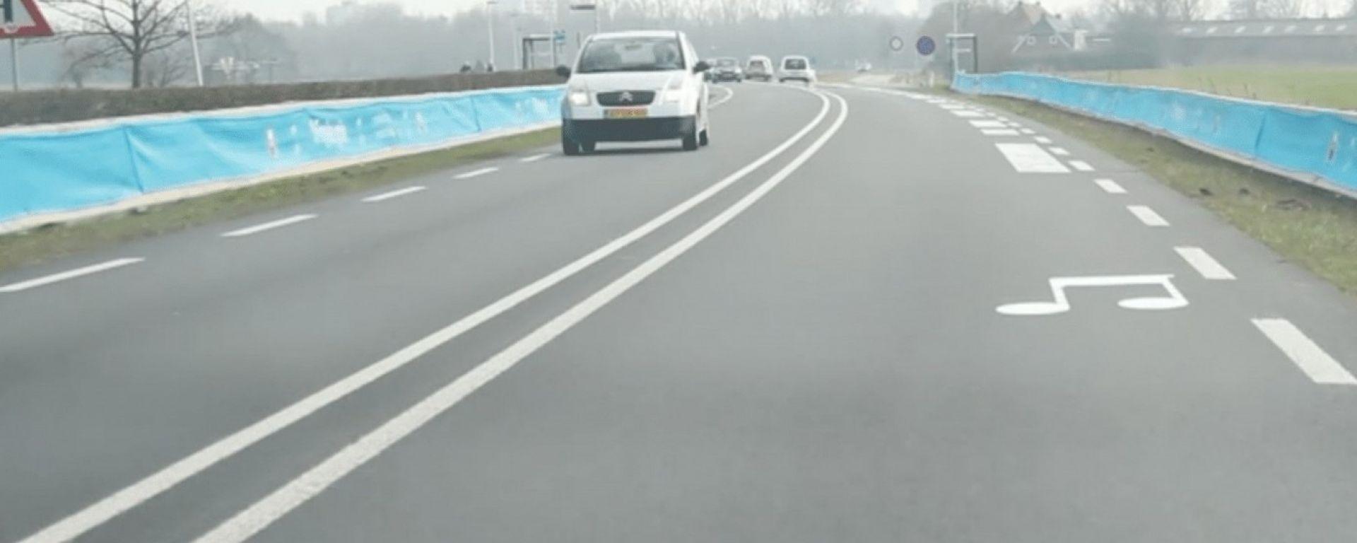 La strada musicale nei pressi di Jelsum, in Olanda