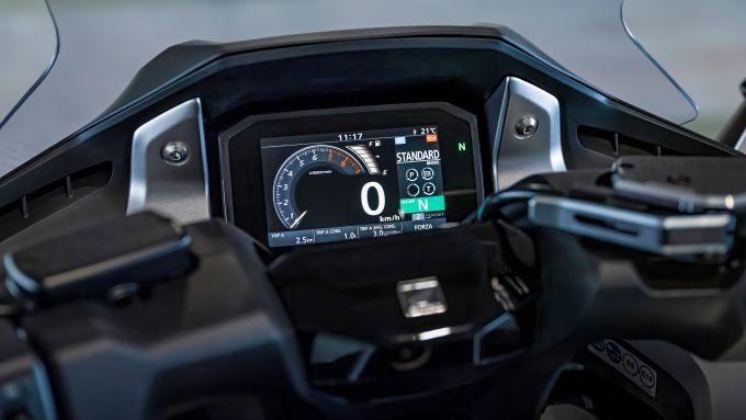 La strumentazione TFT dell'Honda Forza 750