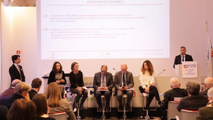 La tavola rotonda con gli assessori alla mobilità di Milano, Parma, Genova, Torino e Bologna