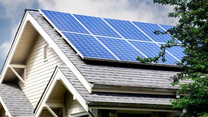 La tecnologia di Tesla potrebbe servire anche per automatizzare la pulizia dei pannelli fotovoltaici