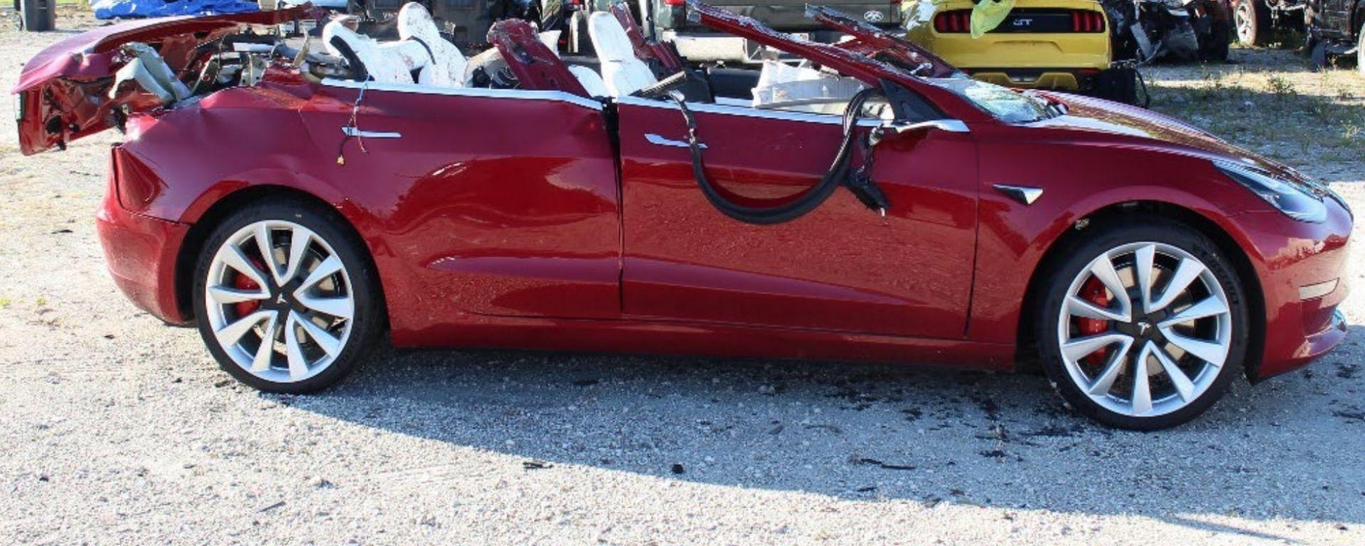 La Tesla Model 3 coinvolta nell'incidente