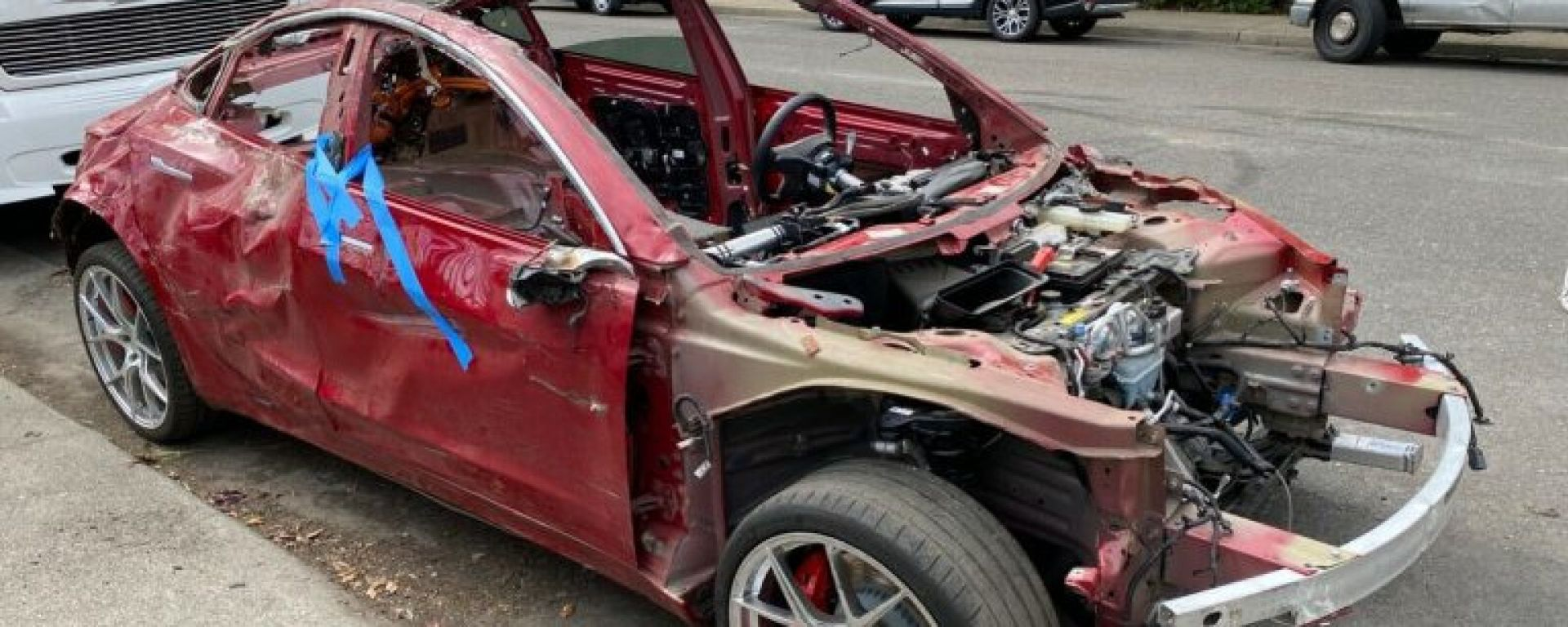 La Tesla Model 3 Performance è distrutta ma funziona