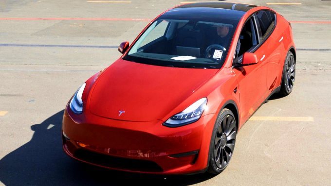 La Tesla numero 1.000.000 è questa Model Y rossa
