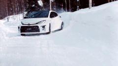 Toyota GR Yaris: come si guida sulla neve in video