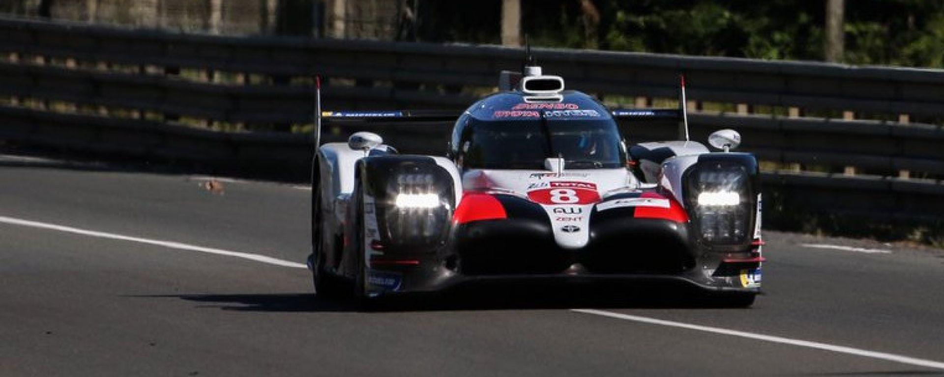 La Toyota TS050 Hybrid di Alonso, Buemi e Nakajima nei test della Le Mans 2019
