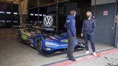 La Volkswagen ID.R ai box al Nurburgring