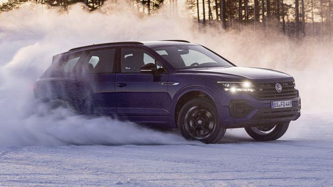 La Volkswagen Touareg GTE sarà meno potente della Volkswagen Touareg R in foto