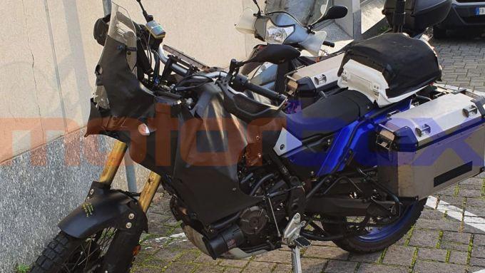 La Yamaha Ténéré 700 ''camuffata'' con allestimento destinato alle Forze dell'Ordine (credits: Francesco Carraro)
