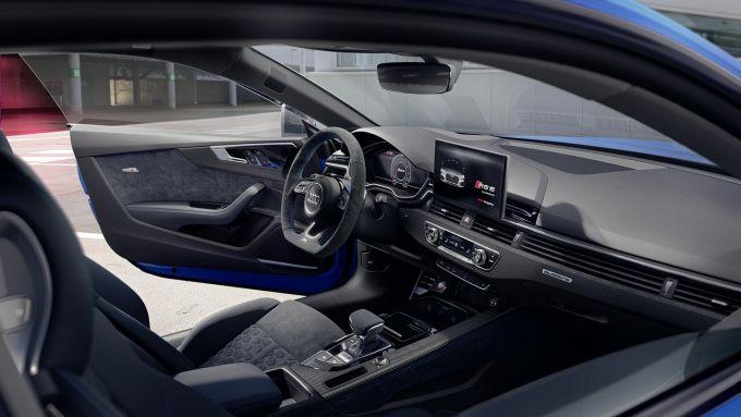 L'abitacolo di Audi RS 5 Coupé 25 Years