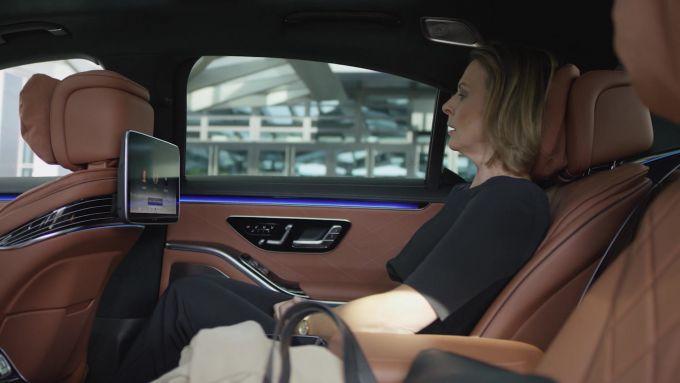 L'abitacolo posteriore di Mercedes Classe S 2021