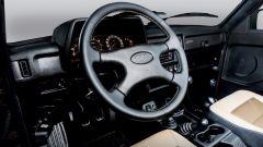 Lada Niva 4x4 40th Anniversary: la plancia con il volante rivestito in ecopelle