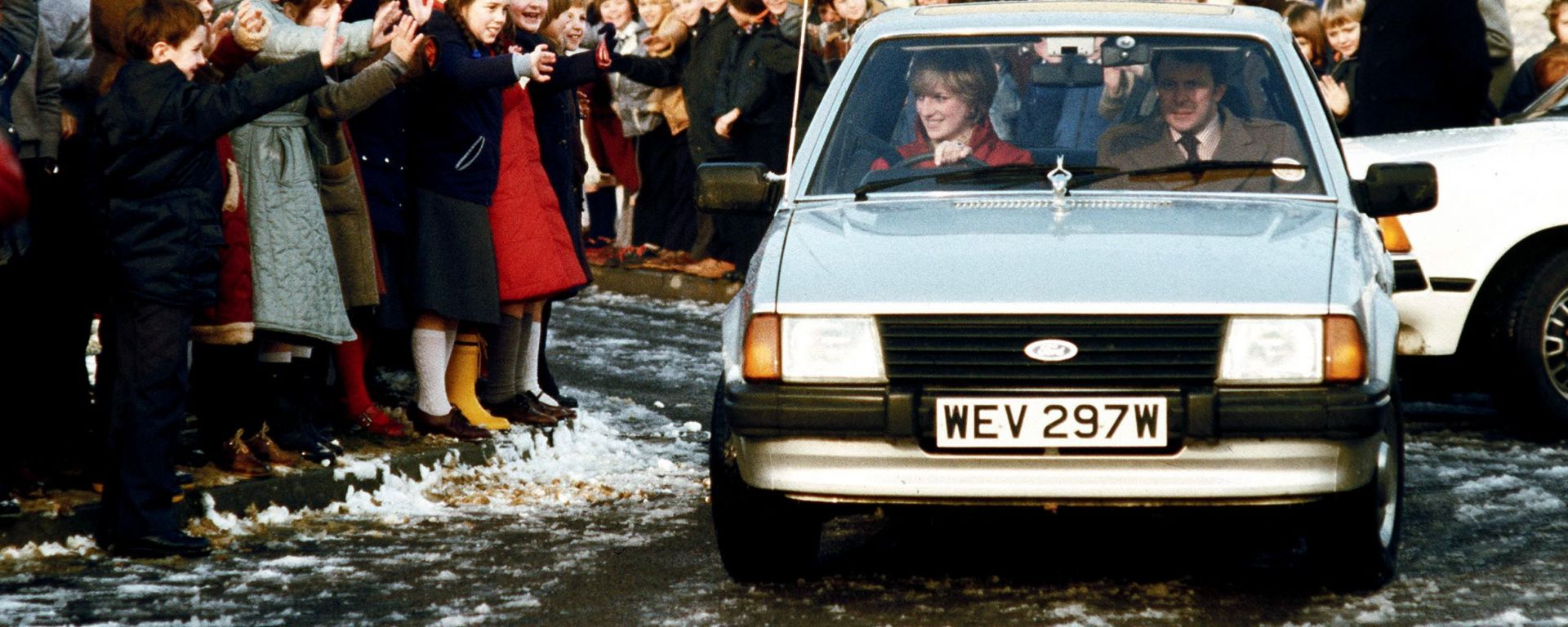Lady Diana al volante della sua Ford Escort Ghia