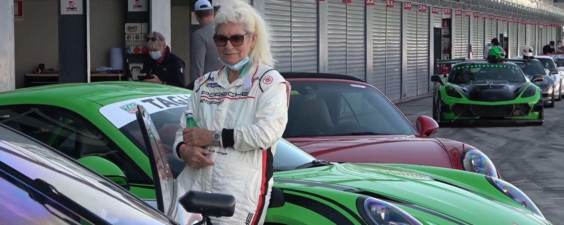 Lady Porsche nella pitlane di Monza
