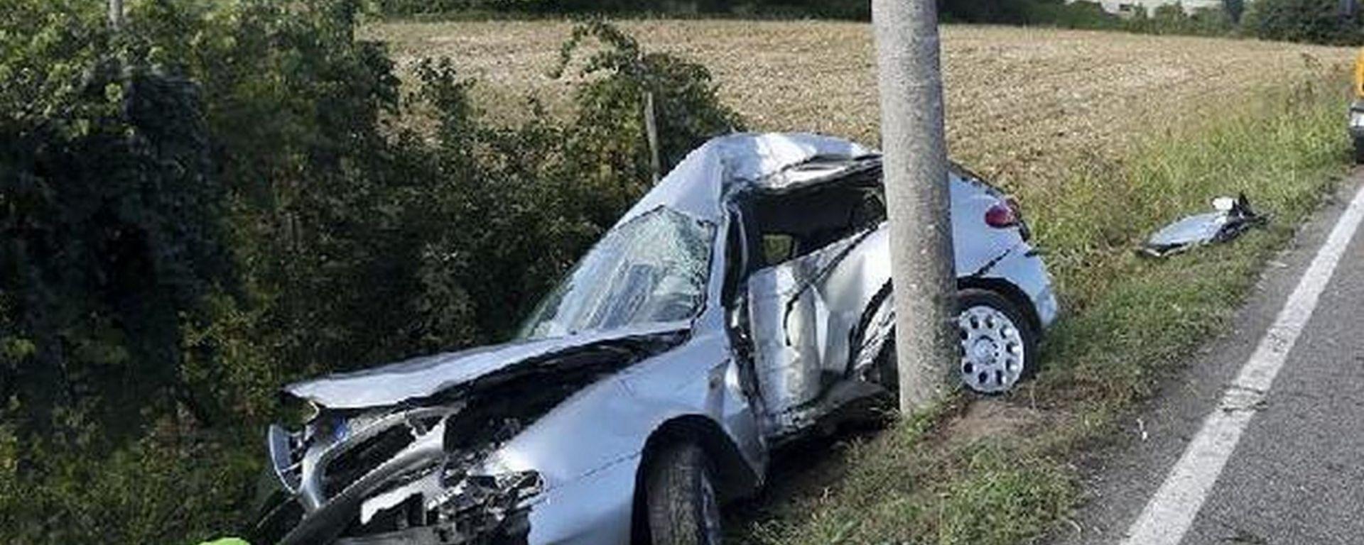 L'Alfa 147 di Yassine Harchi dopo l'uscita di strada