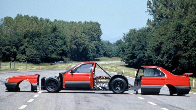L'Alfa Romeo 164 Pro-car V10 con la carrozzeria smontata