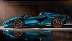 Lamborghini Aventador 2021: la Sian roadster di lato