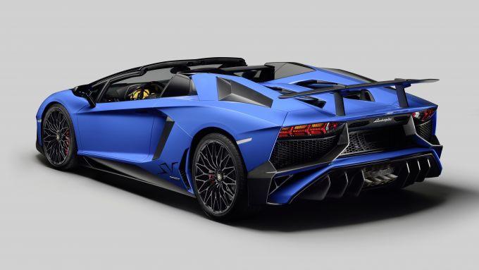Lamborghini Aventador 2021: la SV Roadster attualmente in listino