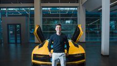 Lamborghini Aventador S Roadster per Paulo Dybala: l'argentino davanti alla sua nuova supercar