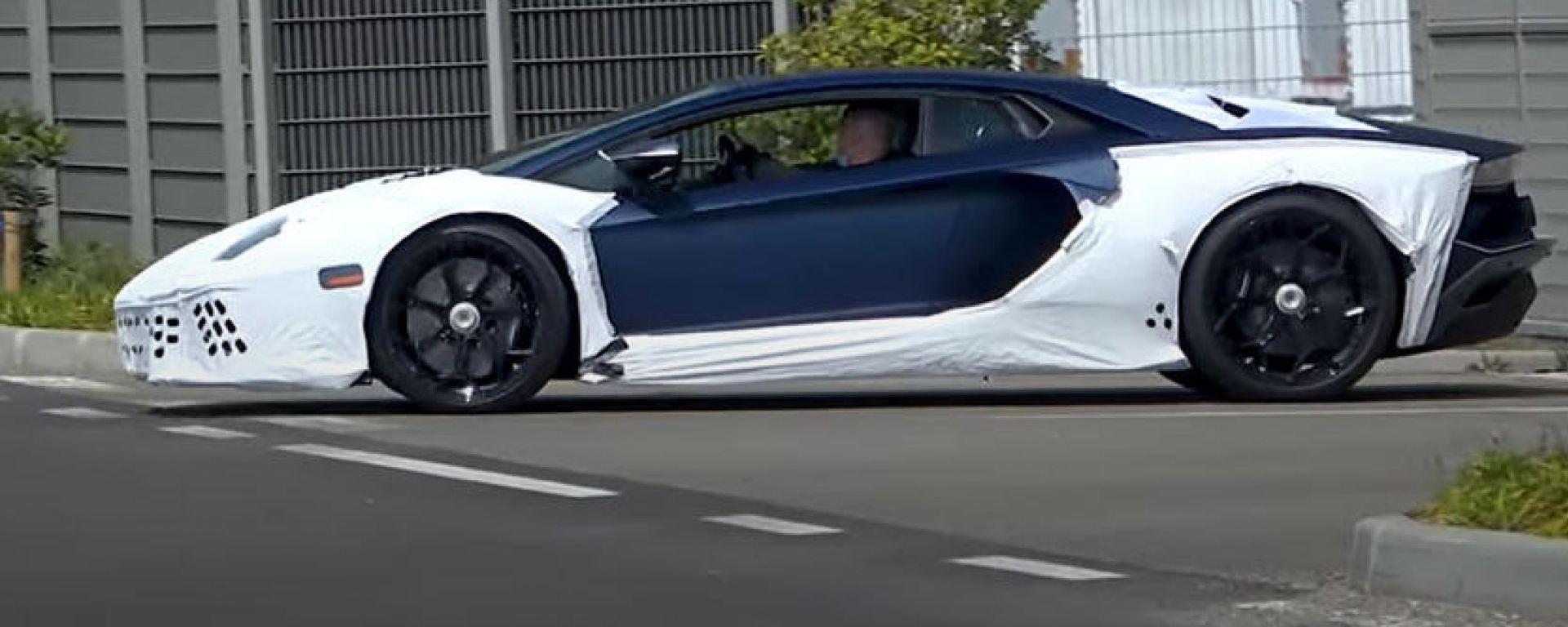 Lamborghini Aventador SJ Hybrid? Fotogrammi dal video spia