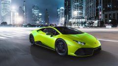 Lamborghini Huracan EVO 2021 Fluo Capsule, un filetto colorato decora gli specchi retrovisori