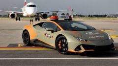 """Lamborghini Huracàn Evo """"Follow Me Car"""" all'Aeroporto di Bologna"""
