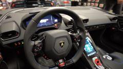 Lamborghini Huracan Evo RWD Aperta: interni, il volante e la plancia