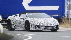 Lamborghini Huracàn Spyder: le prime foto spia del facelift camuffato