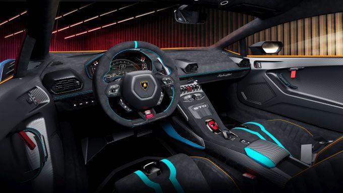 Lamborghini Huracan STO: gli interni