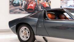Lamborghini Miura P400 SV: questo esemplare è in grigio metallizzato con interni in pelle arancione