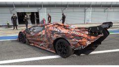 Lamborghini SCV12 Essenza: in uscita dai box
