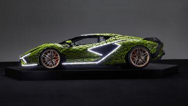 Lamborghini Siàn FKP 37 fatta coi LEGO in scala 1:1, vista laterale