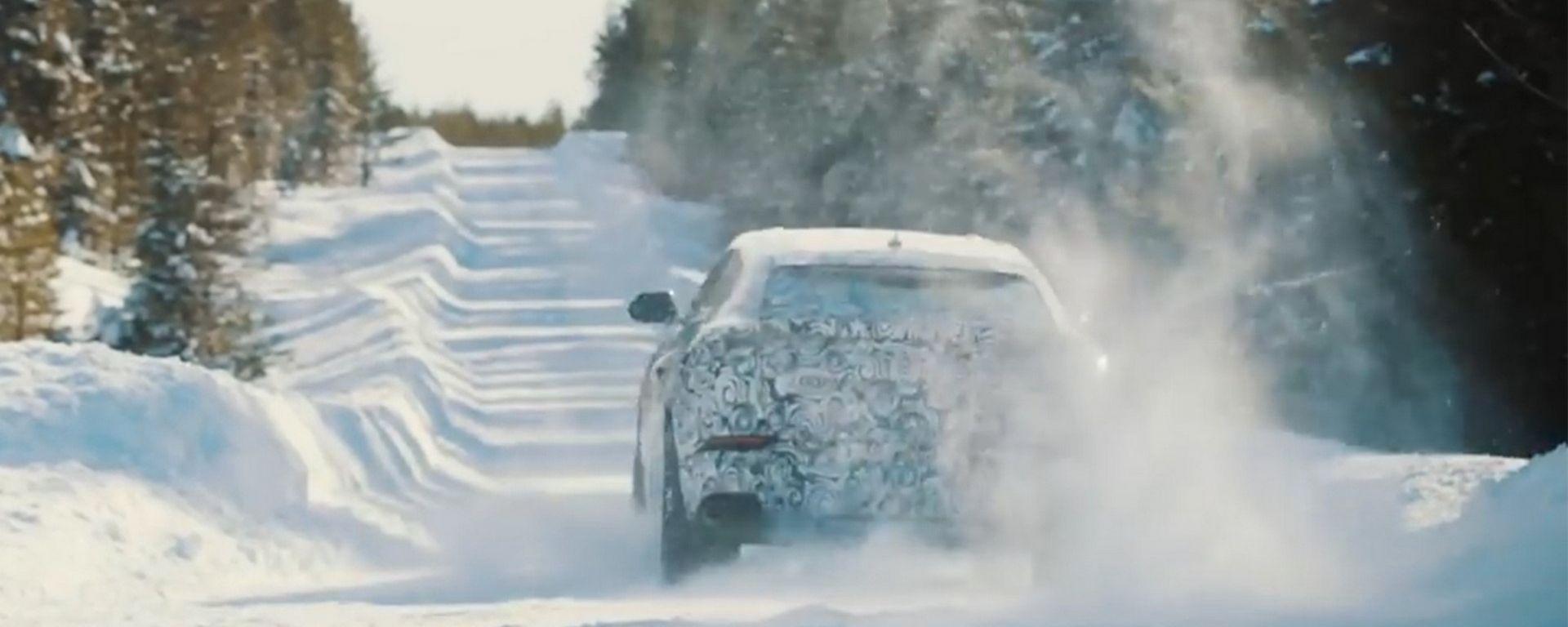 Lamborghini Urus: dopo sabbia e deserto, ecco la neve