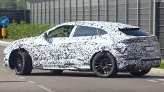 * Lamborghini Urus 2022, nuovo video spia. Motore ibrido plug-in?