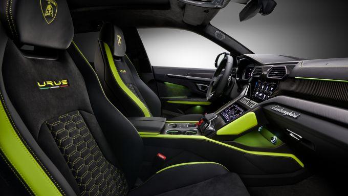 Lamborghini Urus Graphite Capsule 2021: l'abitacolo riprende gli esterni