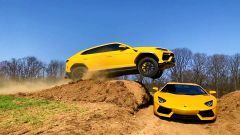 Lamborghini Urus salta Lamborghini Aventador: il video