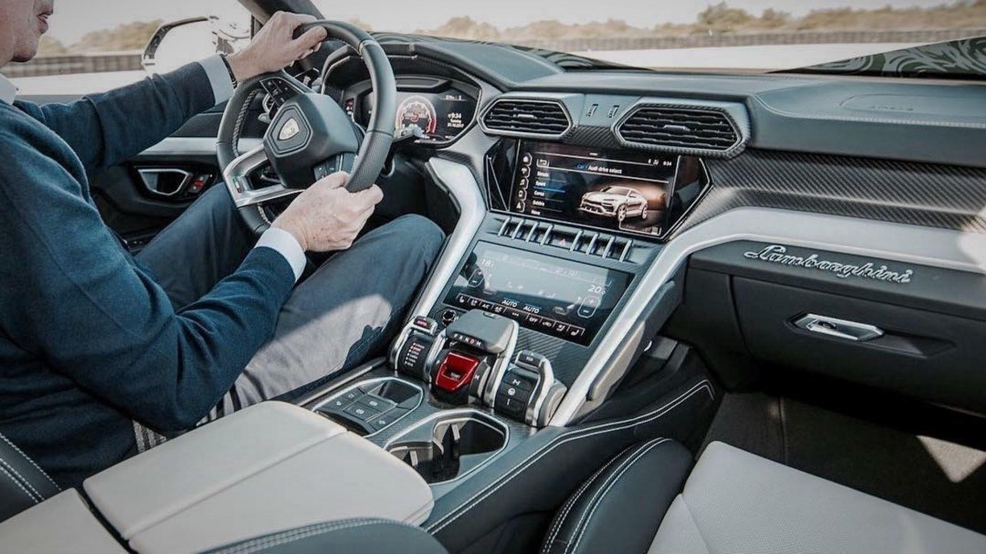 Lamborghini Urus La Foto Degli Interni Con Audi Drive