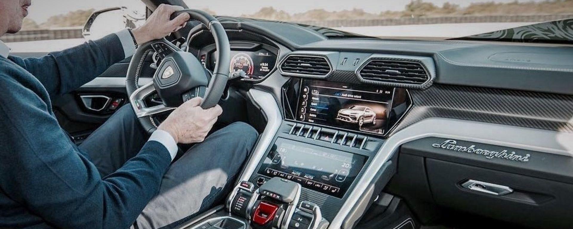 Lamborghini Urus: una (possibile) foto anteprima degli interni