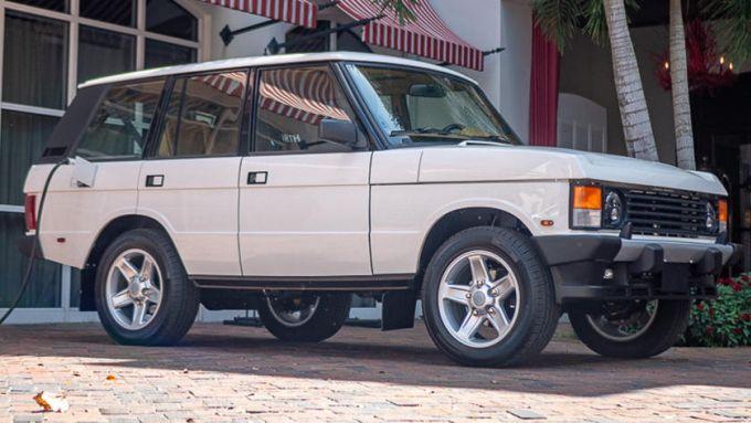 L'americana E.D.C. Automotive realizza questa Range Rover elettrica con parti Tesla