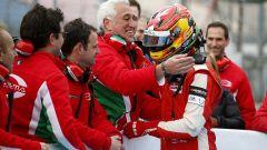 Lance Stroll - gli abbracci dopo la vittoria della F3 Euro Series (2016)