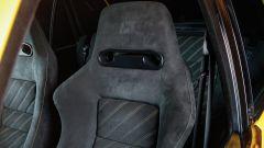 Lancia Delta HF Integrale Evoluzione II: particolare dei sedili Recaro in Alcantara