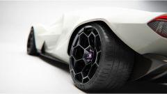 Lancia Stratos Zero rivisitata, un dettaglio delle gomme