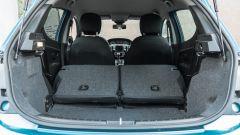 Lancia Ypsilon Ecochic 1.0 Hybrid Maryne, il piano di carico con i sedili posteriori abbattuti