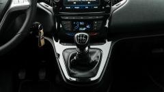 Lancia Ypsilon Hybrid Ecochic 2021: comodo il cambio rialzato