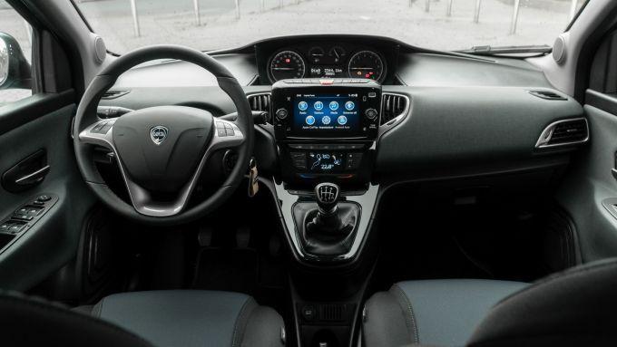 Lancia Ypsilon Hybrid Ecochic 2021: gli interni