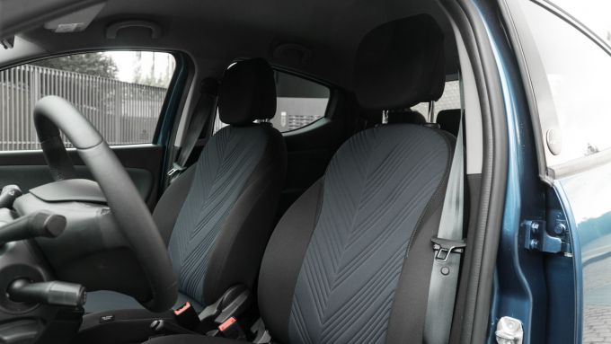 Lancia Ypsilon Hybrid Ecochic 2021: i sedili anteriori in Seaqual